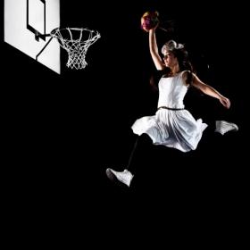 """""""Slam dunk"""" cu buchetul miresei"""