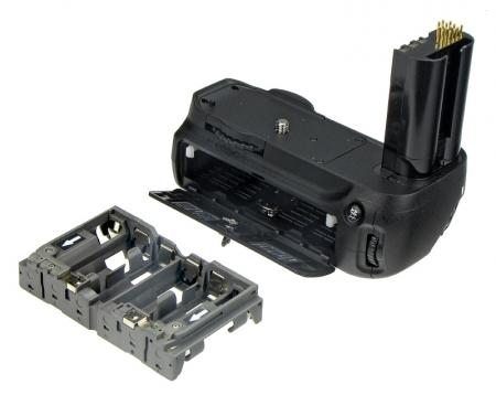 Am facut pasul :D. Mi-am luat Nikon D7000 cu 18-55 si Sigma 50 mm f/1.4 Powergrip-nd80-grip-pentru-nikon-d80-d90-8778-1